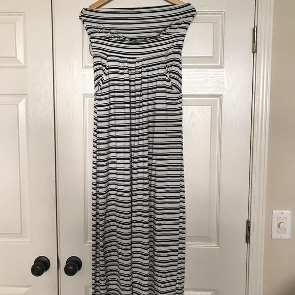 Valerie Bertinelli Dresses & Skirts - Strapless maxi dress. Size L